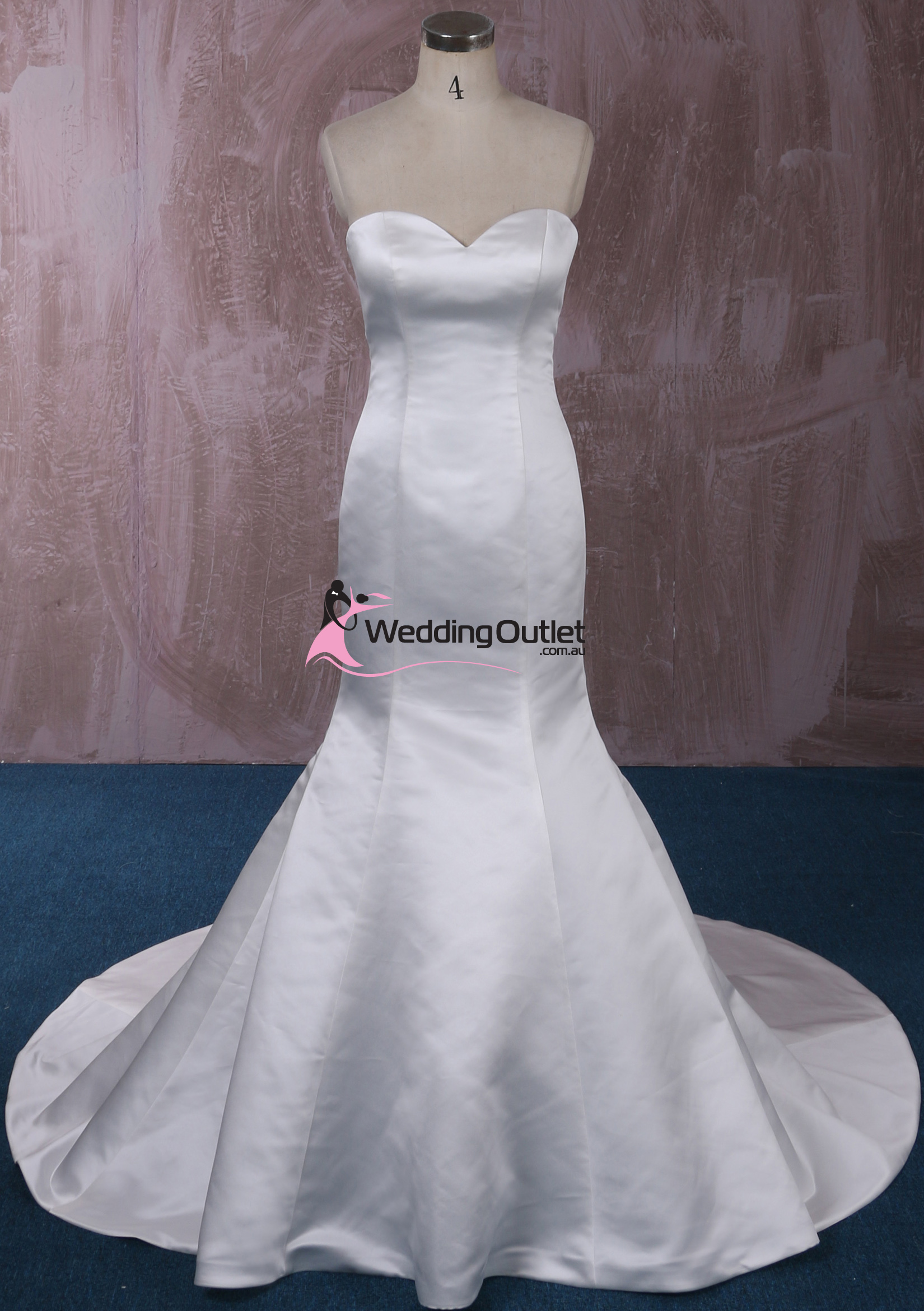 London simple mermaid wedding gown for Wedding dress outlet london