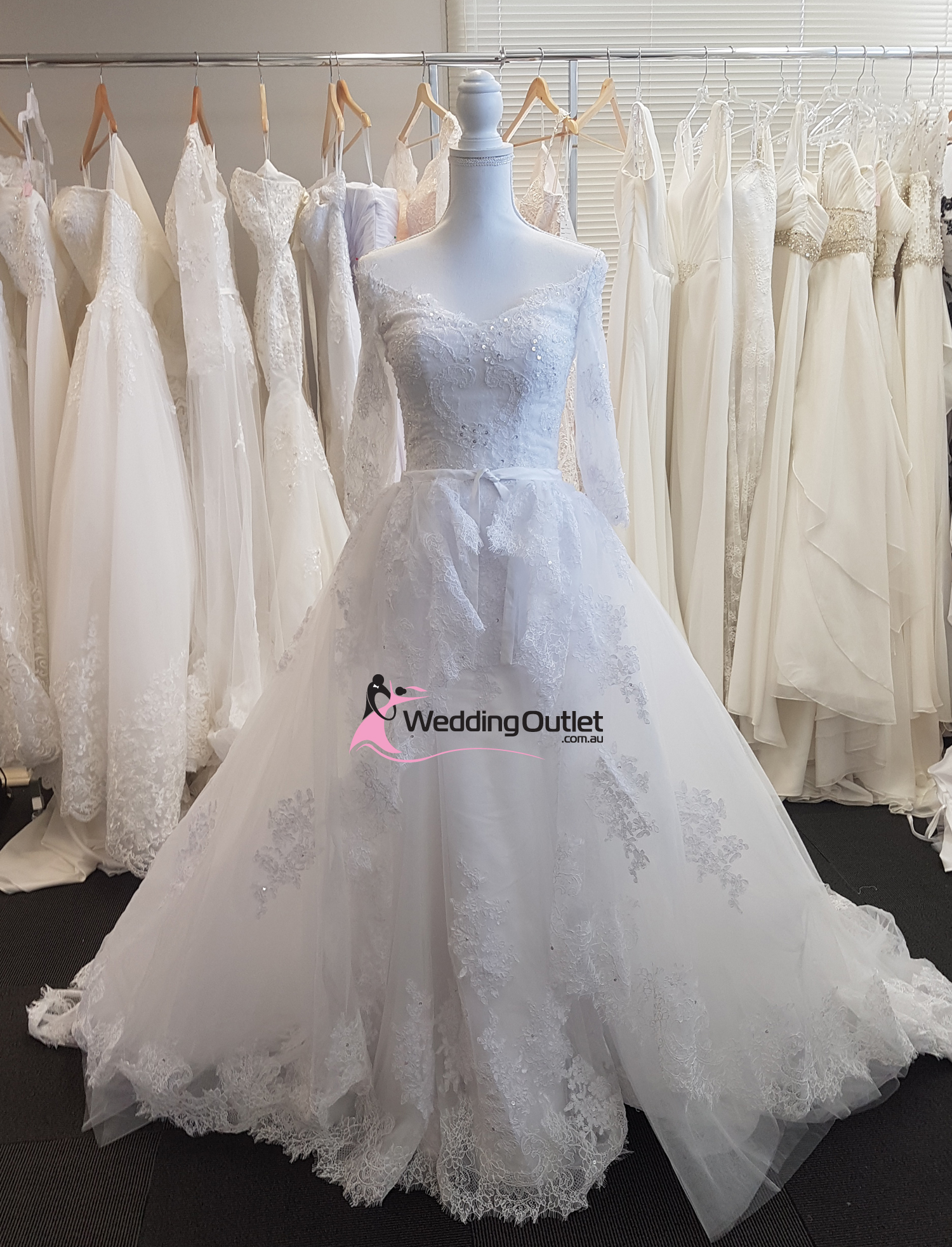 Detachable train wedding dress style kensie convertible for Detachable train wedding dresses