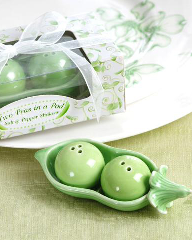 Pea in  Pod Salt and Pepper Shakers