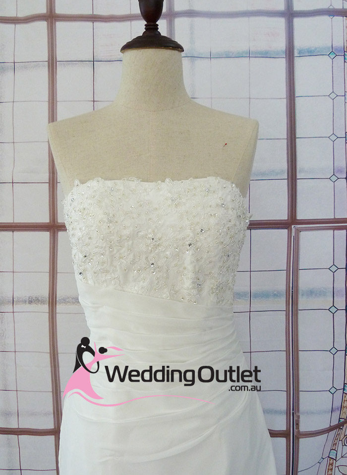 Delia wedding dress al 4 for Cheap wedding dress outlets
