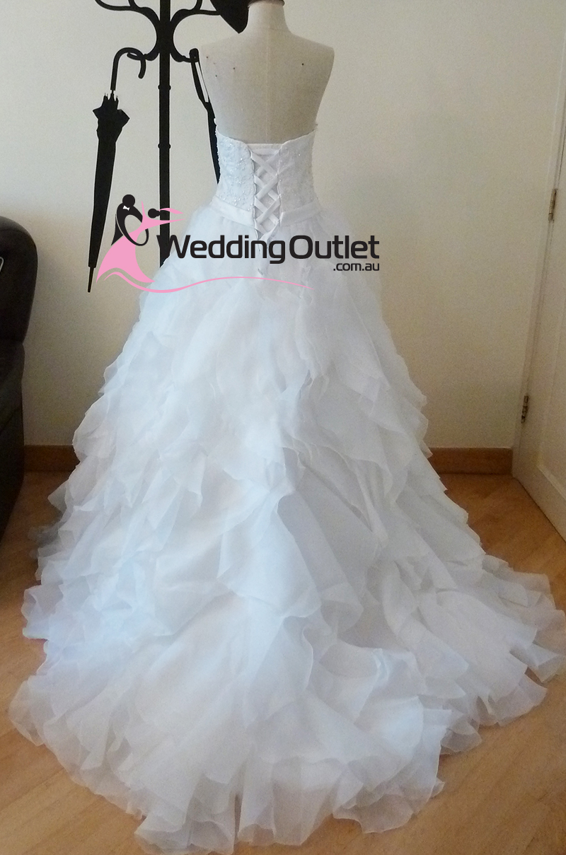 Modern Wedding Dresses Outlet Stores Image Collection - All Wedding ...